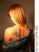 Купить «Девушка с татуировкой», фото № 6816162, снято 15 июля 2012 г. (c) Юля Волкова / Фотобанк Лори