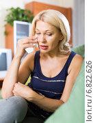 Купить «Lonely mature woman sitting on couch», фото № 6822626, снято 12 июля 2020 г. (c) Яков Филимонов / Фотобанк Лори