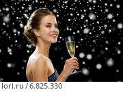Купить «smiling woman holding glass of sparkling wine», фото № 6825330, снято 1 июня 2014 г. (c) Syda Productions / Фотобанк Лори