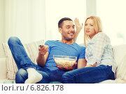 Купить «smiling couple with popcorn choosing what to watch», фото № 6826178, снято 9 февраля 2014 г. (c) Syda Productions / Фотобанк Лори
