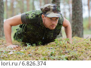 Купить «young soldier or ranger doing push-ups in forest», фото № 6826374, снято 14 августа 2014 г. (c) Syda Productions / Фотобанк Лори