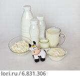 Купить «Вкусные молочные продукты и веселая игрушечная корова на белом», фото № 6831306, снято 23 декабря 2014 г. (c) Виктория Катьянова / Фотобанк Лори