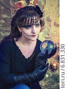 Купить «Девушка с шаром в костюме для Хеллоуина», фото № 6831330, снято 30 октября 2013 г. (c) Наталья Степченкова / Фотобанк Лори