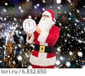 Купить «man in costume of santa claus with clock», фото № 6832650, снято 10 сентября 2014 г. (c) Syda Productions / Фотобанк Лори