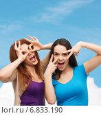 Купить «smiling teenage girls having fun», фото № 6833190, снято 27 ноября 2013 г. (c) Syda Productions / Фотобанк Лори