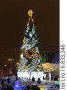 Купить «Новогодняя елка на центральной площади Нижнего Тагила. Россия», фото № 6833346, снято 27 декабря 2012 г. (c) Евгений Ткачёв / Фотобанк Лори