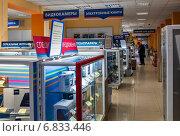 Купить «Торговый зал супермаркета электронных товаров», эксклюзивное фото № 6833446, снято 20 декабря 2014 г. (c) Игорь Низов / Фотобанк Лори