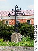 Купить «Могила солдат Семеновского и Преображенского полков, погибших при штурме Нотебурга в 1702 году. Шлиссельбург», эксклюзивное фото № 6833502, снято 6 июля 2013 г. (c) Александр Щепин / Фотобанк Лори