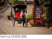 Рикша на улице Киото. Япония (2010 год). Редакционное фото, фотограф Игорь Чириков / Фотобанк Лори