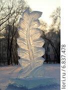"""Купить «Скульптура """"Ледяная ветвь""""», фото № 6837478, снято 25 декабря 2014 г. (c) Виталий Матонин / Фотобанк Лори"""