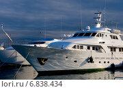 Купить «Genoa, Italy, luxury yacht in the port of Genoa», фото № 6838434, снято 23 февраля 2010 г. (c) Caro Photoagency / Фотобанк Лори