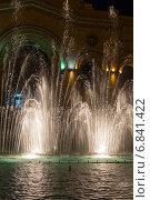 Купить «Шоу поющих фонтанов на центральной площади Еревана. Армения», фото № 6841422, снято 4 июля 2013 г. (c) Евгений Ткачёв / Фотобанк Лори
