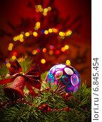 Новогодний фон с елочными игрушками. Стоковое фото, фотограф Алексей Зипунников / Фотобанк Лори