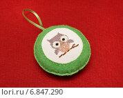 Новогоднее украшение ручной работы из фетра с вышивкой. Стоковое фото, фотограф Dmitry29 / Фотобанк Лори