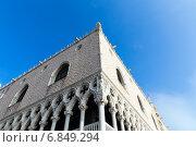 Купить «Архитектурные детали дворца Дожей. Венеция. Италия», фото № 6849294, снято 4 ноября 2013 г. (c) Евгений Ткачёв / Фотобанк Лори