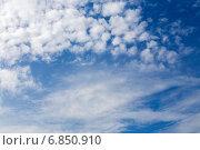 Купить «Перистые облака в синем небе», эксклюзивное фото № 6850910, снято 15 сентября 2014 г. (c) Сергей Лаврентьев / Фотобанк Лори