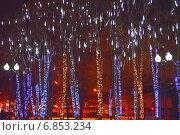 """Праздничная световая конструкция """"Волшебный лес"""" в Новопушкинском сквере в Москве ночью, эксклюзивное фото № 6853234, снято 30 декабря 2014 г. (c) lana1501 / Фотобанк Лори"""