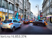 Плотное движение на Большой Дмитровке в Москве ранним вечером (2014 год). Редакционное фото, фотограф lana1501 / Фотобанк Лори