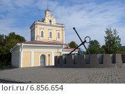 Купить «Солнечные часы у Музея истории Кронштадта», эксклюзивное фото № 6856654, снято 8 сентября 2013 г. (c) Александр Щепин / Фотобанк Лори