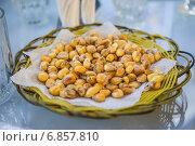 Купить «Сушеная кукуруза на столике в латиноамериканском кафе», фото № 6857810, снято 28 марта 2014 г. (c) Gagara / Фотобанк Лори