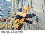 Купить «builder at facade construction work», фото № 6858910, снято 20 сентября 2014 г. (c) Дмитрий Калиновский / Фотобанк Лори