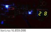 Купить «Мигание светодиодов и цифр на материнской плате компьютера», видеоролик № 6859098, снято 23 декабря 2014 г. (c) Михаил Коханчиков / Фотобанк Лори