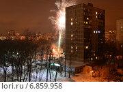 Купить «Праздничный фейерверк в Гольянове», эксклюзивное фото № 6859958, снято 1 января 2015 г. (c) lana1501 / Фотобанк Лори