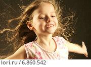 Портрет счастливой девочки, фото № 6860542, снято 18 декабря 2005 г. (c) Rustem Kurbanov / Фотобанк Лори