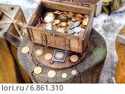 Купить «Чеканка юбилейных монет», фото № 6861310, снято 3 января 2015 г. (c) Parmenov Pavel / Фотобанк Лори
