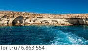 Купить «Морские пещеры в районе Айя-Напа», фото № 6863554, снято 9 октября 2014 г. (c) Анна Лурье / Фотобанк Лори