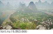 Купить «Карстовые холмы в Китае, таймлапс», видеоролик № 6863666, снято 20 июня 2014 г. (c) Кирилл Трифонов / Фотобанк Лори