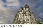 Купить «Готический собор Святого Гатьена во Франции», видеоролик № 6867230, снято 5 января 2015 г. (c) Владимир Журавлев / Фотобанк Лори