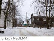 Купить «Улица в Новой Ладоге зимой», эксклюзивное фото № 6868614, снято 7 марта 2013 г. (c) Солодовникова Елена / Фотобанк Лори