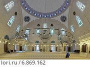 Купить «Интерьер мечети султана Селима I Явуза в Стамбуле, Турция», фото № 6869162, снято 13 ноября 2014 г. (c) Михаил Марковский / Фотобанк Лори