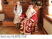Купить «Дед Мороз и Снегурочка в Абалакской резиденции», фото № 6870110, снято 2 января 2015 г. (c) Анатолий Матвейчук / Фотобанк Лори