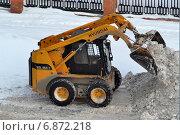 Купить «Уборка снега с помощью специальной техники», фото № 6872218, снято 29 мая 2020 г. (c) Землянникова Вероника / Фотобанк Лори