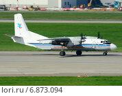 Ан-26Б (бортовой RA-26595) авиакомпании «Костромское авиапредприятие» вылетает из Шереметьева (2013 год). Редакционное фото, фотограф Alexei Tavix / Фотобанк Лори