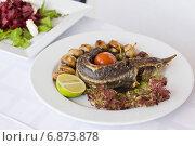 Купить «Стерлядь жареная с шампиньонами», фото № 6873878, снято 21 мая 2012 г. (c) Gagara / Фотобанк Лори