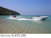 "Катание на ""банане"". Sai keaw Beach, Паттайя, Королевство Таиланд (2014 год). Редакционное фото, фотограф Григорий Писоцкий / Фотобанк Лори"