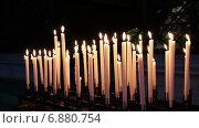 Купить «Горящие свечи в церкви», видеоролик № 6880754, снято 5 января 2015 г. (c) Мальцев Артур / Фотобанк Лори