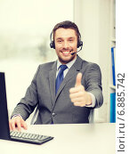 Купить «helpline operator with headphones and computer», фото № 6885742, снято 15 марта 2014 г. (c) Syda Productions / Фотобанк Лори