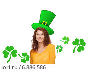 Купить «smiling teen girl in green top hat with shamrock», фото № 6886586, снято 22 июня 2014 г. (c) Syda Productions / Фотобанк Лори