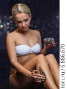 Купить «beautiful woman applying therapeutic mud in spa», фото № 6886670, снято 15 декабря 2014 г. (c) Syda Productions / Фотобанк Лори