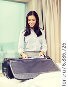 Купить «businesswoman packing things in suitcase», фото № 6886726, снято 23 ноября 2013 г. (c) Syda Productions / Фотобанк Лори