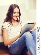 Купить «smiling teenage girl with tablet pc at home», фото № 6886762, снято 26 февраля 2014 г. (c) Syda Productions / Фотобанк Лори