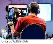 Профессиональный оператор с камерой. Стоковое фото, фотограф Максим Блинков / Фотобанк Лори