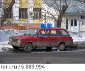 Купить «Продажа незамерзающей стеклоомывающей жидкости с автомобиля на Новозаводской улице в Москве», эксклюзивное фото № 6889994, снято 17 марта 2012 г. (c) lana1501 / Фотобанк Лори