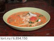 Тайский горячий суп в керамической тарелке. Стоковое фото, фотограф Алексей Сварцов / Фотобанк Лори