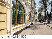 Купить «На улице Московской в Таганроге», фото № 6894830, снято 19 апреля 2014 г. (c) Борис Панасюк / Фотобанк Лори