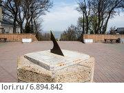 Купить «Солнечные часы в Таганроге», фото № 6894842, снято 19 апреля 2014 г. (c) Борис Панасюк / Фотобанк Лори